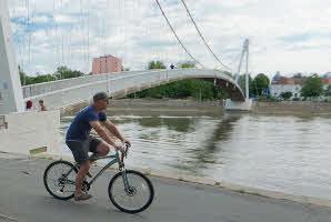 Osijek, lijeva obala Drave ('Bijeli' most)