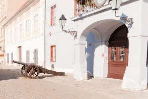 Osijek, Tvrđa, Trg Svetog Trojstva (Muzej Slavonije)